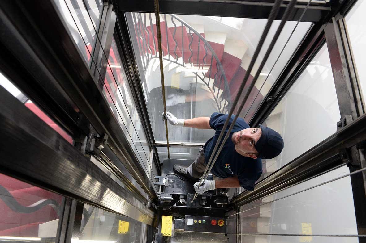 Entretien ascenseur : le contrôle technique chez Drieux-Combaluzier, une priorité pour votre sécurité